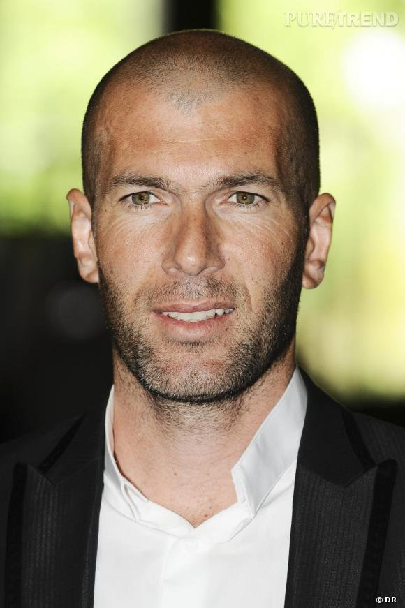 Difficile de juger, Zinedine Zidane a opté pour un crâne rasé...