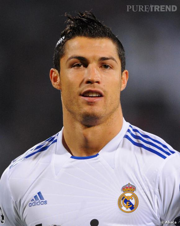 Ronaldo, le gel addict, même sur le terrain la mèche est domptée.