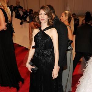 Sofia Coppola en petite robe noire.