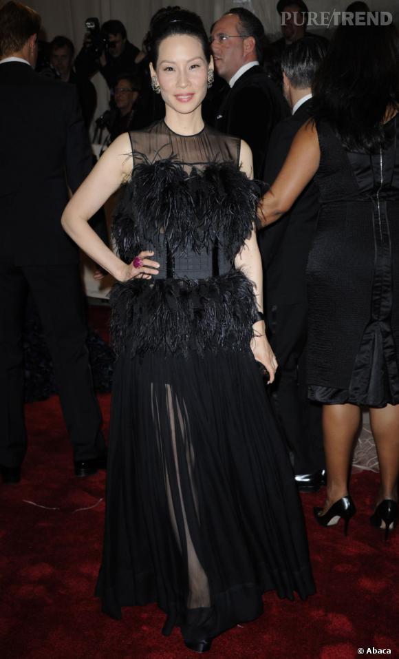 Lucy Liu, autruche gothique.