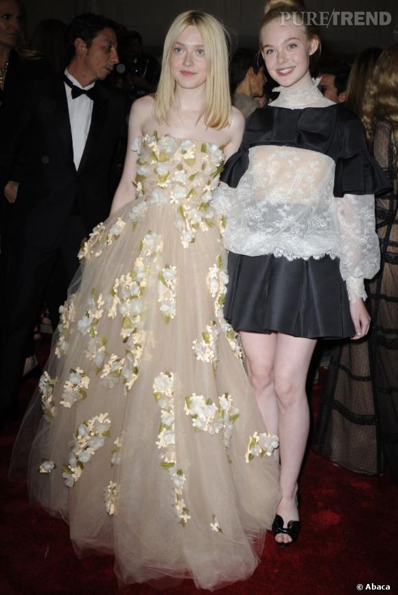 Dakota Fanning au MET Ball 2011 à New York (avec sa soeur Elle Fanning).