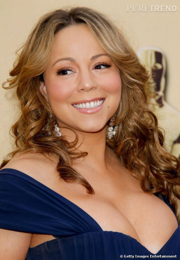 """Bimbos : ce qu'on peut leur piquer ou pas...       Nom  :  Mariah Carey       Out  :  le sourcil trop fin, le brushing ambiance """"La Croisière s'amuse"""".     On garde  :  les dents blanches et les cils XXL."""