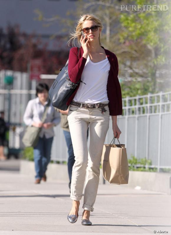 Karolina Kurkova dans les rues de Soho.