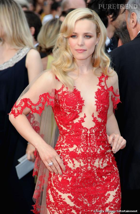 """Rachel McAdams lors de la première de """"Midnignt in Paris"""" durant la 64e cérémonie du Festival de Cannes."""
