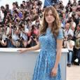 """Pour cette 64ème édition, Léa Seydoux opte pour la carte """"midinette"""" avec une robe Prada bleue et des """"Bibi"""" Louboutin aux pieds."""