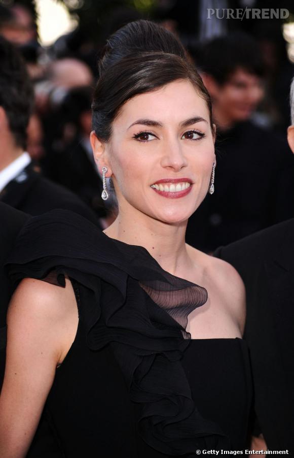 Cannes : les plus belles coiffures du dimanche 15 mai     Le chignon se fait rétro pour Olivia Ruiz qui lui donne de la hauteur.