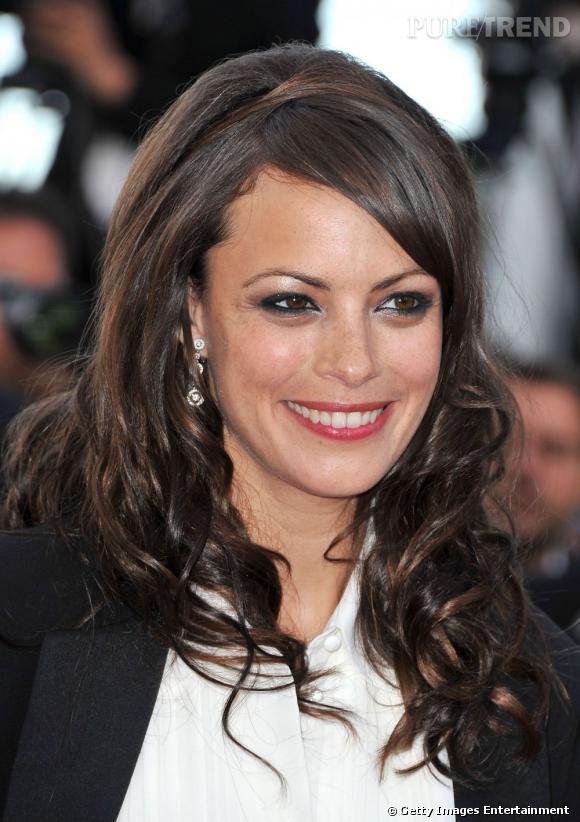 Cannes : les plus belles coiffures du dimanche 15 mai     Ondulations soyeuses et effet glossé chez Bérénice Bejo. La chevelure est lumineuse.
