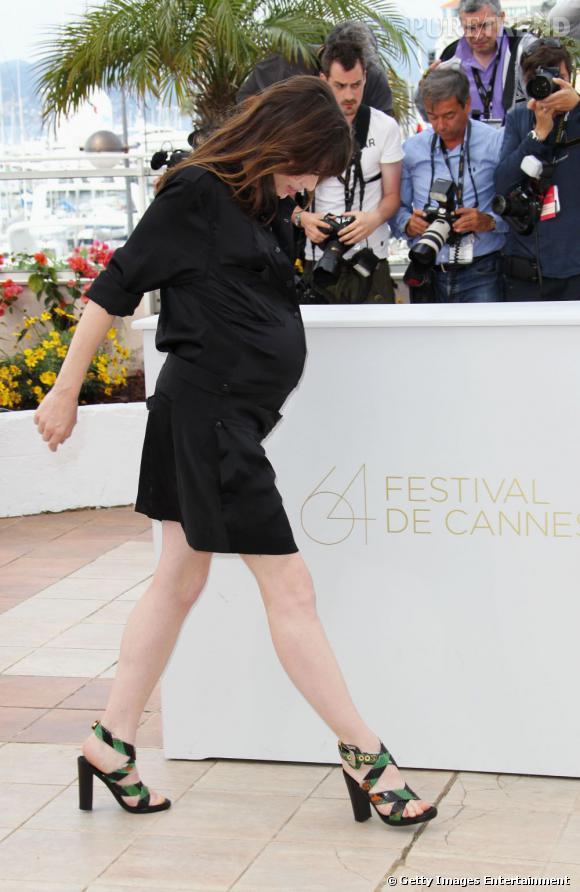 Charlotte Gainsbourg, très enceinte pour son apparition cannoise.