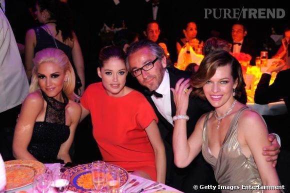 Les sublimes Gwen Stefani, Doutzen Kroes et Milla Jovovich entourent le président de l'Oréal, Cyril Chapuy.