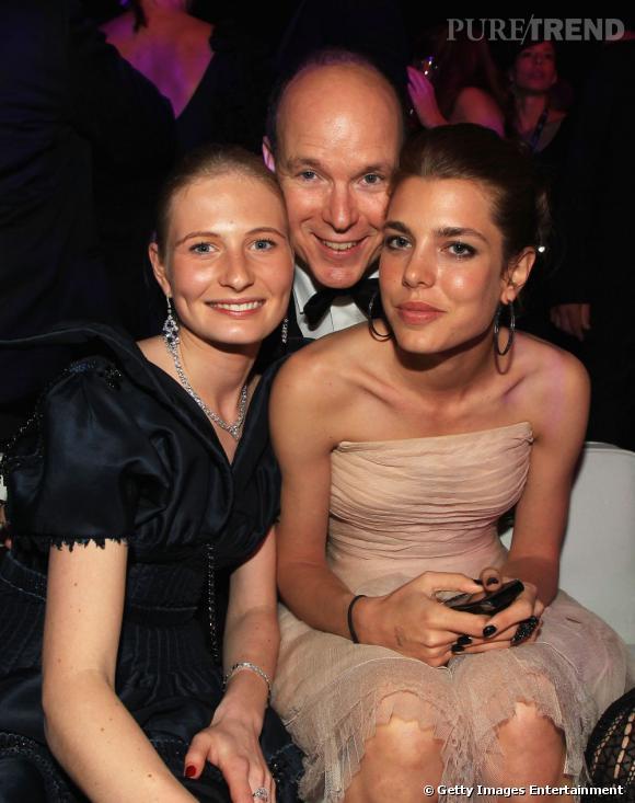 La sublime Charlotte Casiraghi au côté d'Albert de Monaco et d'une amie.