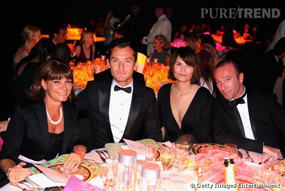 Le beau Jude Law, bien entouré pour cet important gala.
