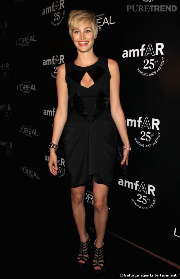 Pauline Lefevre, radieuse en petite robe noire.