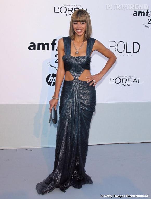 Ana Araujo, toujours fanatique des looks très échancrés.
