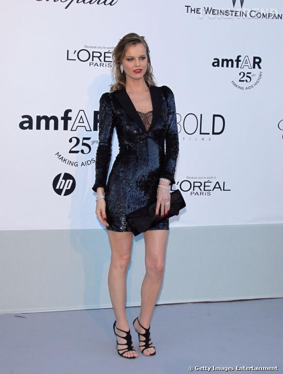 Eva Herzigova en total look sequins.