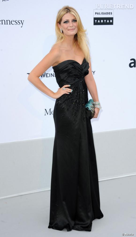 Mischa Barton : méconnaissable en robe noire, et tout simplement belle.