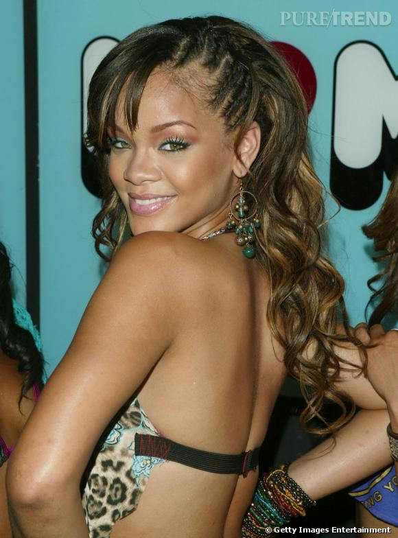 Lu0026#39;u00e9volution Coiffure De Rihanna Sauvage Rihanna Arbore Des Tresses Plaquu00e9es Sur Le Cu00f4tu00e9 Des ...