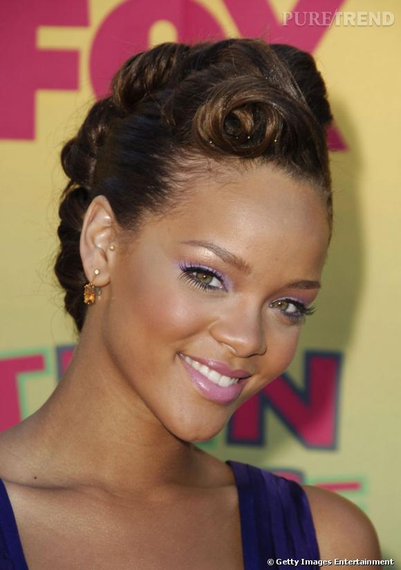 L Evolution Coiffure De Rihanna Le Chignon Banane S Ondule La Meche
