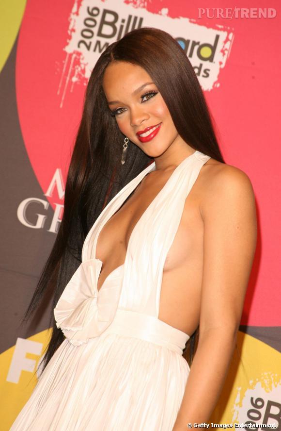 L'évolution coiffure de Rihanna    Façon Raiponce, Rihanna mise sur une chevelure XXL très longue et un lissé sans faille. La chevelure est lumineuse.
