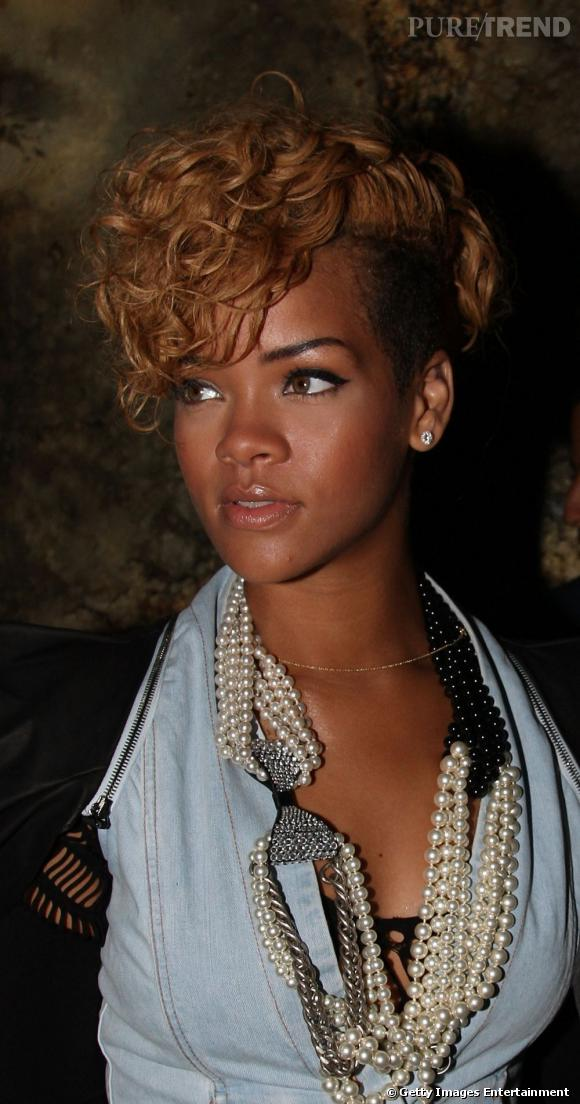 L Evolution Coiffure De Rihanna Le Cote Est Rase Le Haut De La