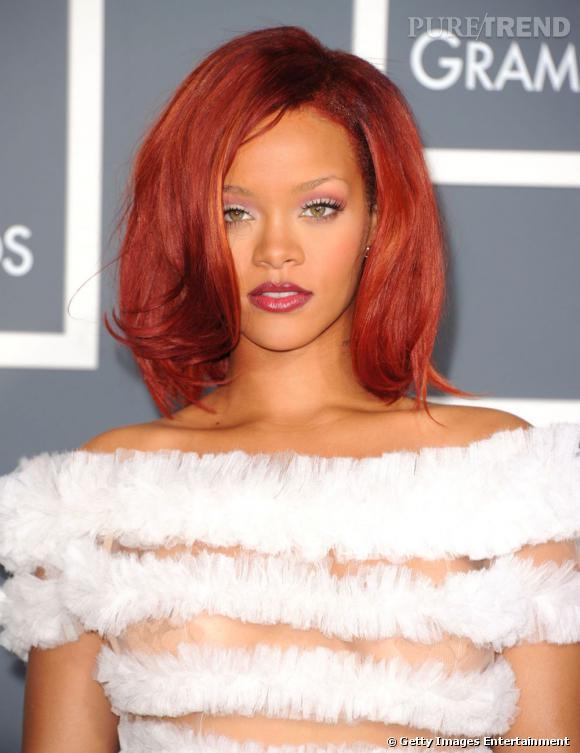 L'évolution coiffure de Rihanna    Le rouge se ponctue d'un léger effet orange, le carré est souple, légèrement ondulé. Une coiffure glamour et lumineuse.