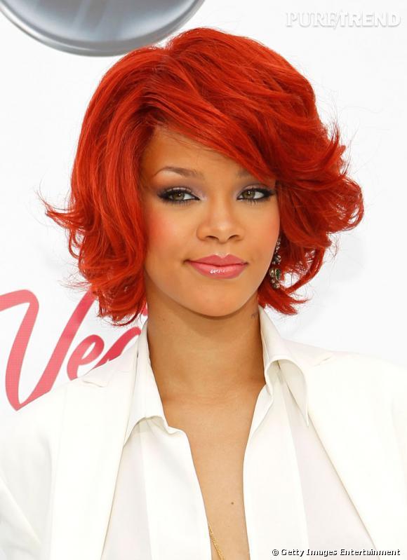 L'évolution coiffure de Rihanna    Plus soft, plus féminine et beaucoup plus réussie, la chevelure se raccourcit et prend du volume. Rihanna mise sur un carré wavy au brushing soufflé qui encadre parfaitement son visage... Et si cette dernière expérience capillaire était la bonne ?