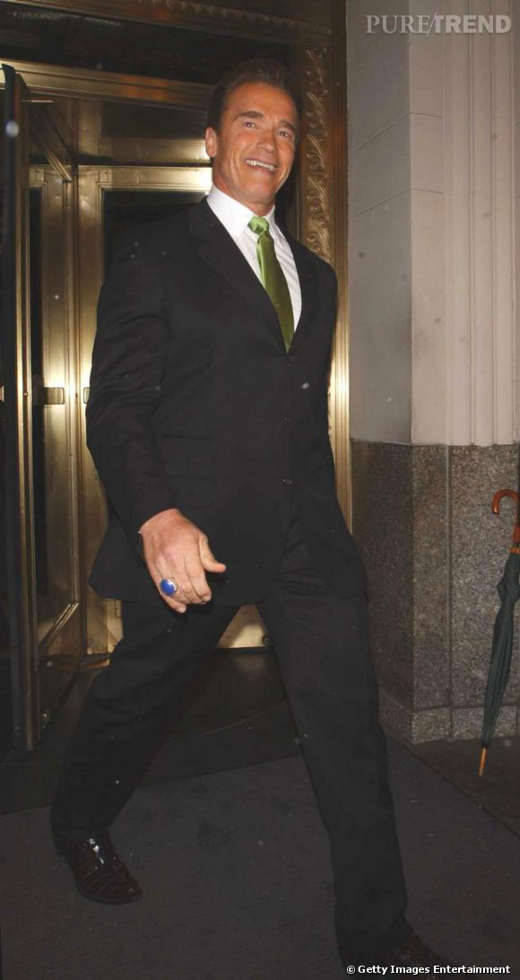 Arnold en 2004, à New York, donne du pep's à sa tenue sobre grâce à une cravate anis.