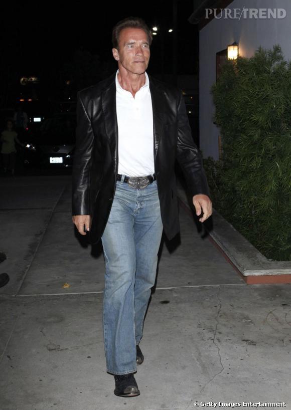 "Arnold Schwarzenegger rejoue les ""Terminator"" en 2009 avec sa veste en cuir."