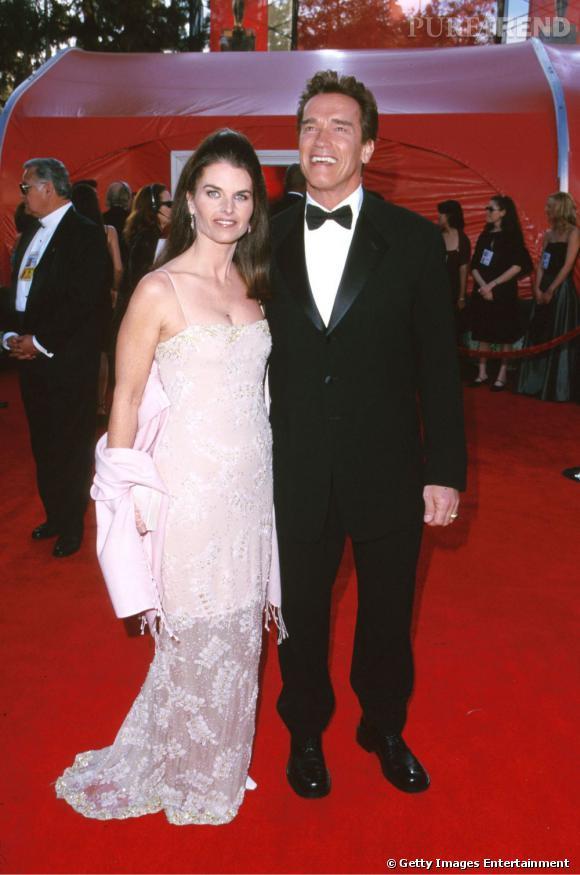 En 2000 avec son ex femme, il opte pour un look élégant, noeud pap' et costume noir.