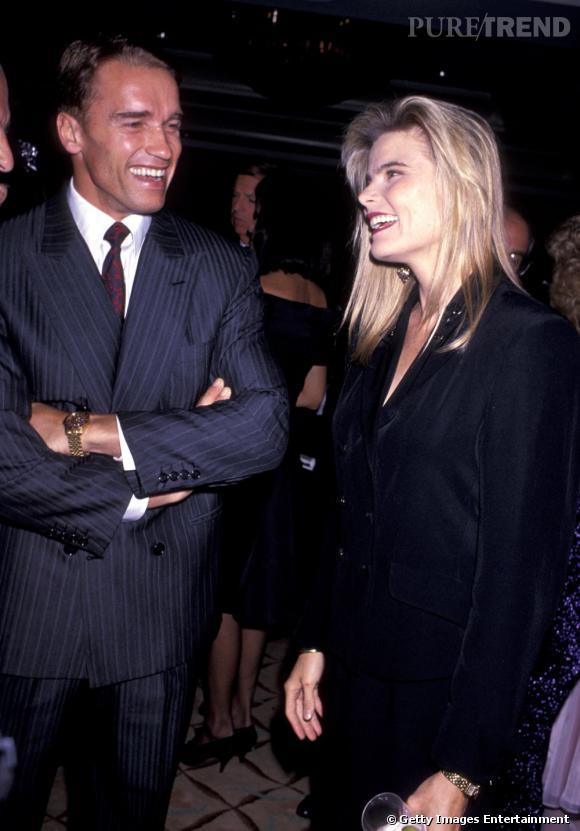 En 1989, Arnold Schwarzenegger se rhabille et troque le slip contre un costard rayé face à Mariel Hemingway. On préfère.