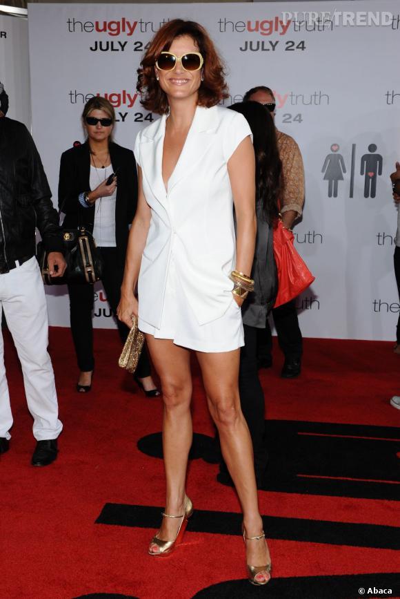12f84a1b7342fa En blanc immaculée et lunettes mouches sur le nez, Kate Walsh est loin de  faire