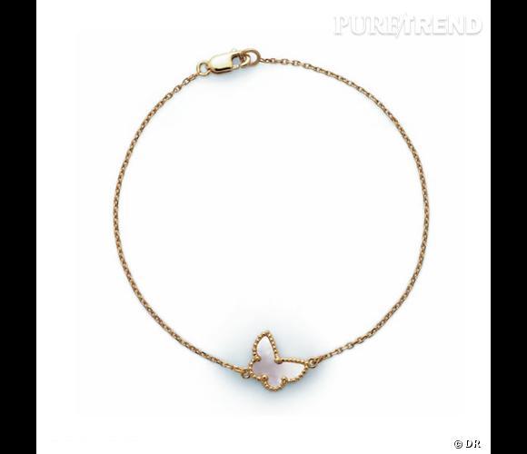 "Bracelet ""Alhambra"", Van Cleef & Arpels       Bracelet en or jaune et nacre blanche.       Prix sur demande"