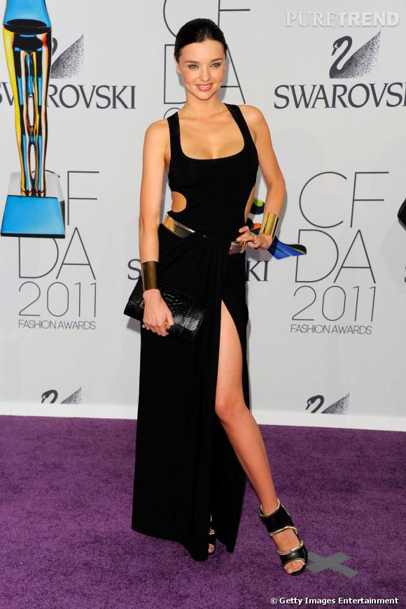 Miranda Kerr, minimaliste, dans une robe signée Michael Kors.