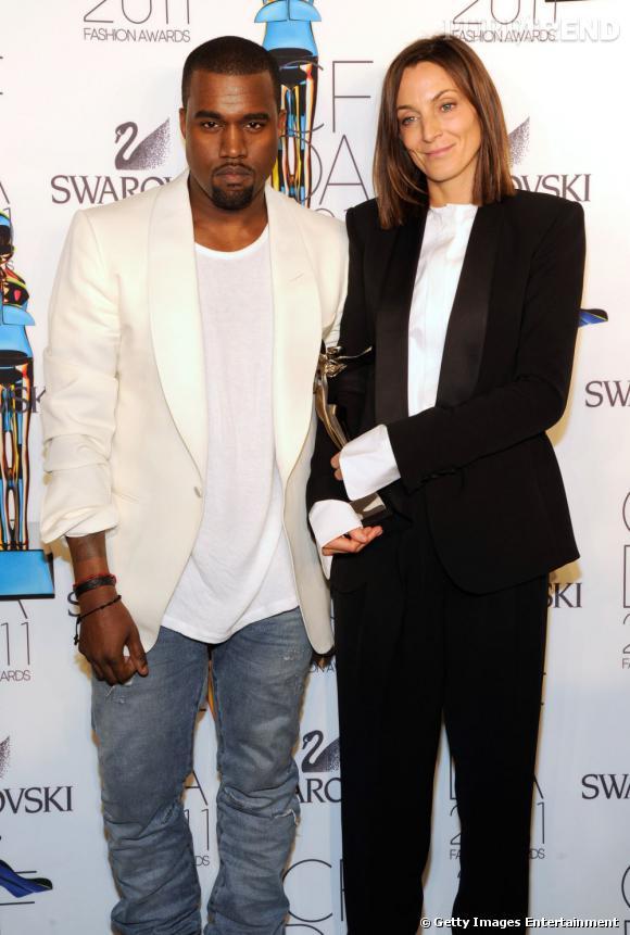 Kanye et Phoebe Philo à qui il a remis l'International Award.