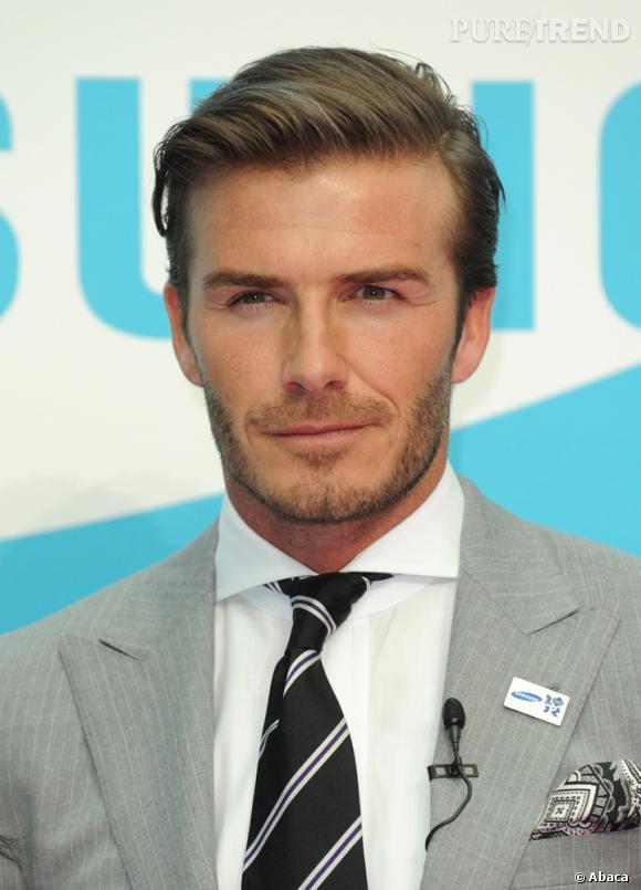 Le top coiffure : raie sur le côté, cheveux cirés, David Beckham se transforme en gentleman.