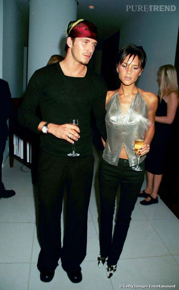 Le flop red carpet 2 : turban moiré sur la tête et total look noir, David Beckham se cherche. C'est sûr.