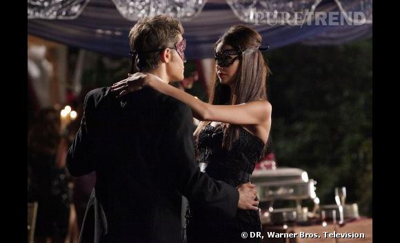 Plus sexy qu'Elena, l'autre personnage incarné par Nina Dobrev est Katherine Price, un vampire qui n'hésite pas à faire tourner la tête de la gent masculine à coups de robes moulantes.