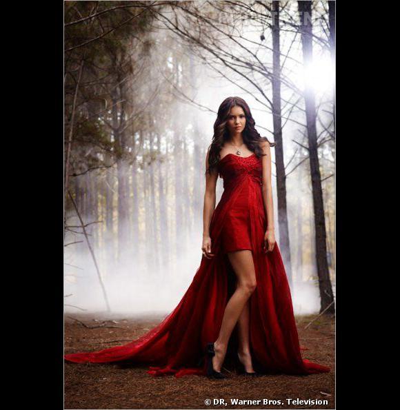 Sulfureuse, Katherine Price s'illustre dans des robes ultra glamour et joue les parfaites prédatrices.