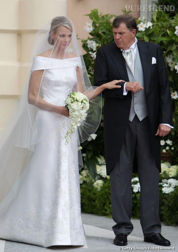 2 juillet 2011 : Charlene Wittstock s'unit au Prince Albert en Giorgio Armani.