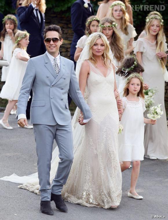 2 juillet 2011 : Kate Moss se marie avec Jamie Hince et révèle sa plastique de top en John Galliano