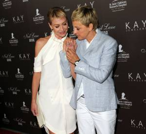 Ellen DeGeneres et Portia de Rossi, sûrement le couple de lesbiennes le plus connu d'Hollywood.