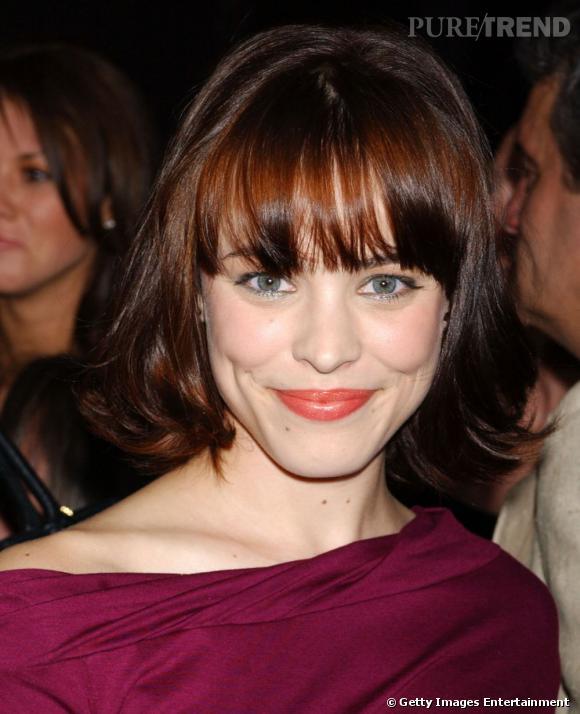 Rachel McAdams  craque pour le brun et se coiffe d'un carré court agrémenté d'une frange droite et effilée. Une coiffure qui lui donne un côté pimpant et espiègle.