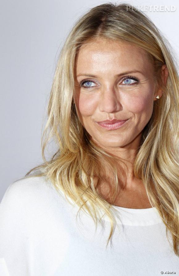 La jolie Cameron Diaz opte pour un blond doré, le top pour mettre en valeur son teint halé et ses yeux bleu azur.