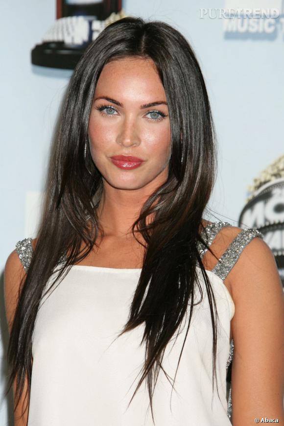 Pour séduire sur le tapis rouge,  Megan Fox  mise tout autant sur sa plastique que sur sa chevelure brune et glossy.