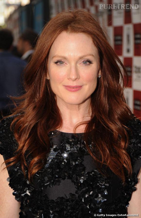 Julianne Moore est superbe avec sa chevelure rousse, tendance acajou, qu'elle porte lâchée au vent et  wavy .