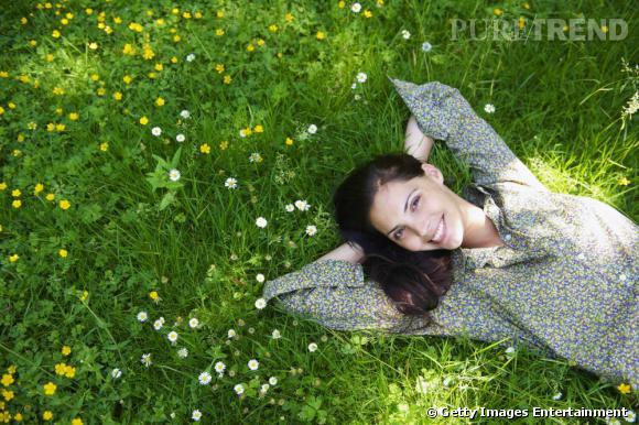 Marre des colorations chimiques ? Essayez les colorations végétales à base de produits bio douces pour les cheveux.