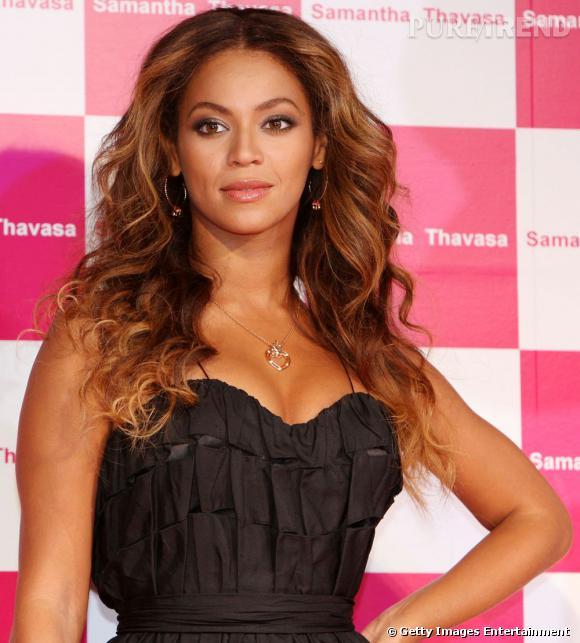 """Pour une coiffure de diva, on copie  Beyoncé  et sa chevelure longue et wavy. Le """"truc"""" pour la réussir : soigner son  brushing bouclé ."""