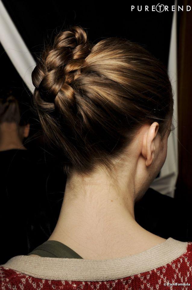 Pour une coiffure soir e de princesse on copie ce joli chignon natt s r qu 39 avec lui vous ne - Coiffure pour soiree ...