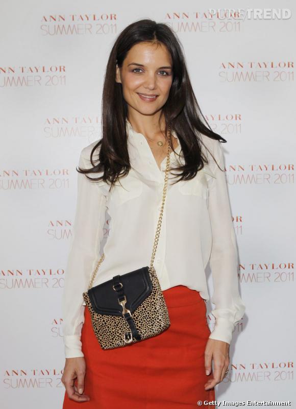 Katie Holmes apporte du pep's à son look avec son mini-sac léopard.