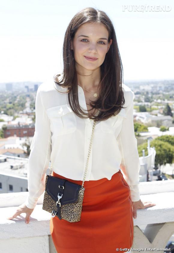 Katie Holmes brille dans un look de mi-saison sexy.