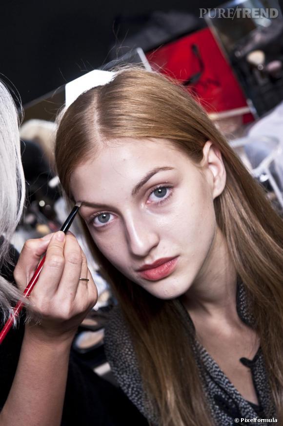 Peau grasse : découvrez nos astuces beauté pour un maquillage qui tient toute la journée.